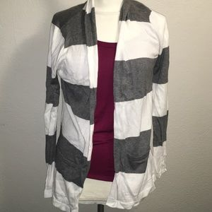 Forever 21 White/Gray stripped cardigan w/ pockets